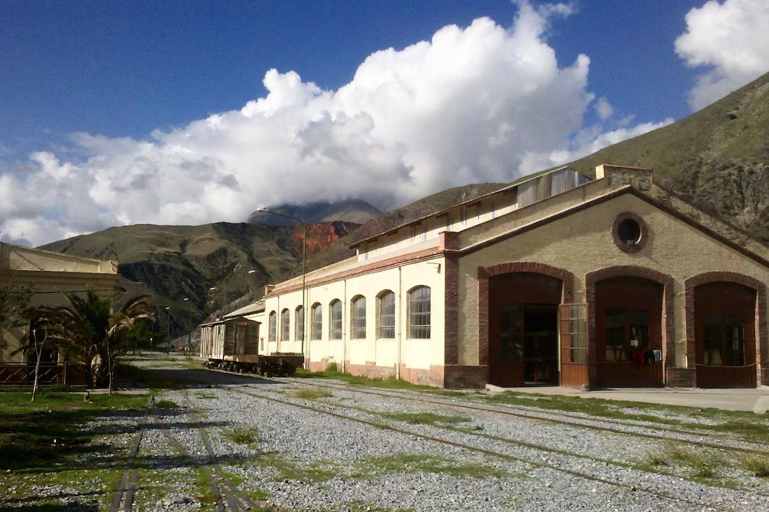 Artesanías de la vieja estación de Volcán